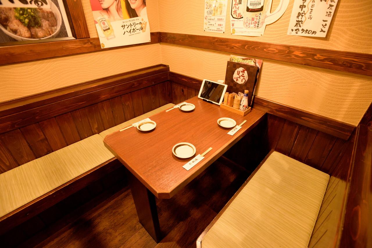 やきとり十八番湯本店テーブル席